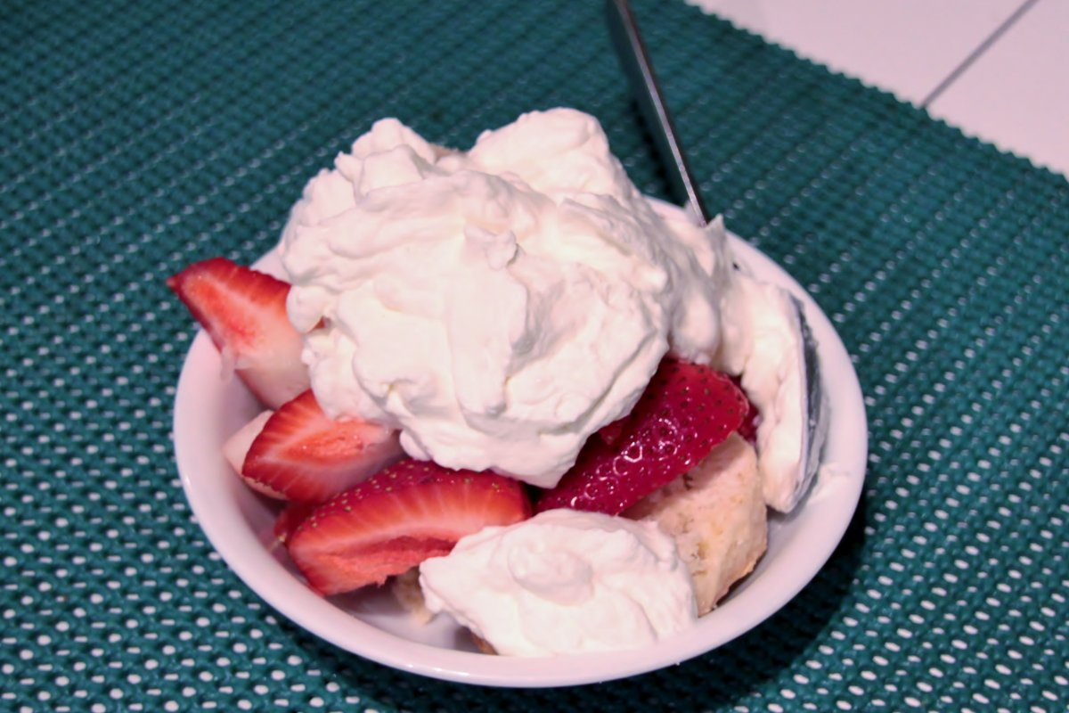 White Chocolate Scone with Strawberries & Cream